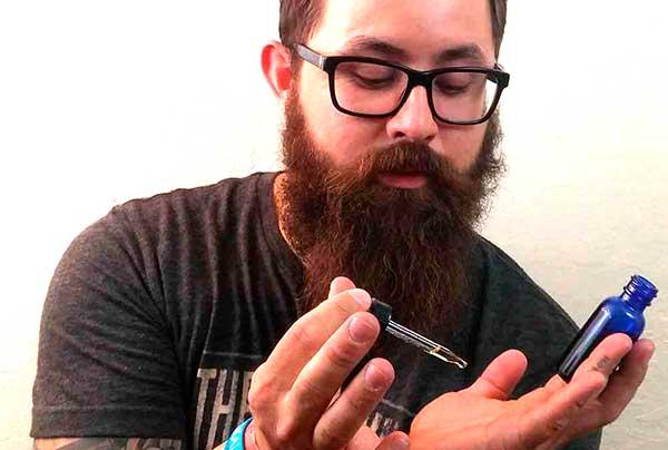 huile de romarin pour la barbe